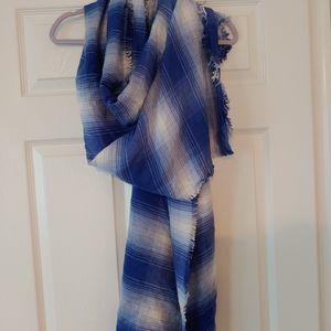 Ann Taylor LOFT beautiful rectangular scarf